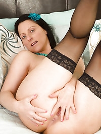 39 year old Amber L stabs at her mature pussy with her..