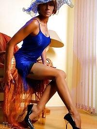 Elegant MILF LilyWOW in vintage stockings and high heels