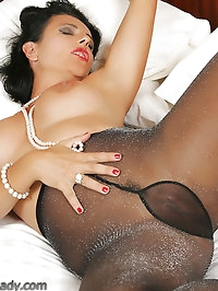 Busty girlie rocks black lace