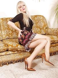 Pantyhose Slut Alina posing