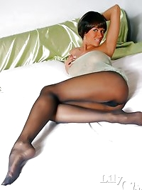 Crazy-long MILF legs in sexy black pantyhose