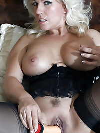 Lana cannot sleep before she has fucked her sweet pussy..