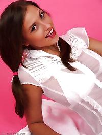 Heavenly brunette Sammie Pennington teases as she enjoys..
