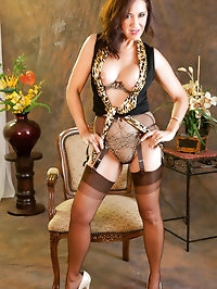 Beautiful Roni is the sexiest stockings wearer