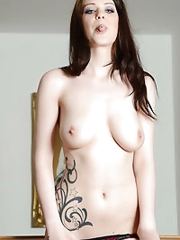 Tattooed Jessica-Ann Fegan in pantyhose pictures