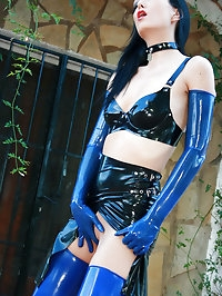 Stunning Mistress in full latex