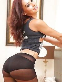 Stunning brunette in crop top and leggings