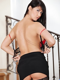Glamorous Anilos model spreads and fingers her trimmed..
