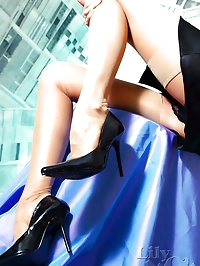 Leggy Milf Lily in classic stockings and high heels