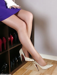 Jenna shows off her great legs and crocodile stilettos
