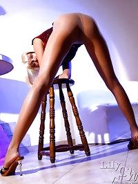 Leggy MILF LilyWOW in sexy sheer pantyhose