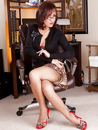 This magnificent mom looks well in stockings