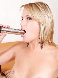 Horny Anilos Jessie Fontana masturbates with a dildo after..