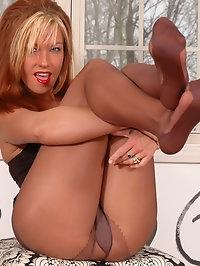 Babe has sexy pantyhose on