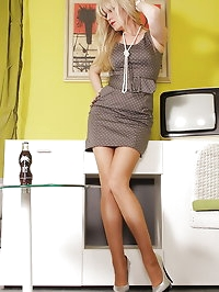 Pantyhosed Alina posing in Office