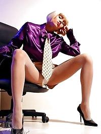 Leggy MILF secretary in fishnet pantyhose and high heels