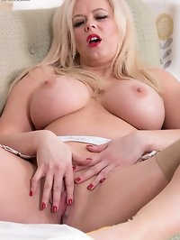 Brassy blonde Anna loves to please and put on raunchy..