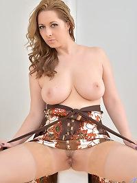 Czech mom Daria Glower is an endowed hottie with big..