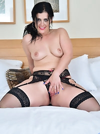 Spanish cougar Montse Swinger is ready to rock your world..