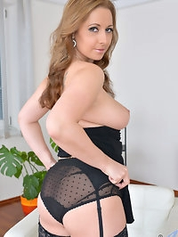 33 year old Daria Glower is looking hot as hell in a..