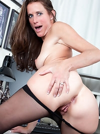 Spreads at the office with Sofie Marie