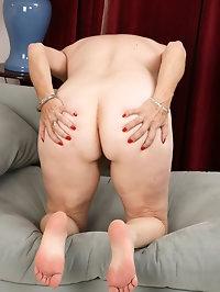 Horny MILF Melody Garner