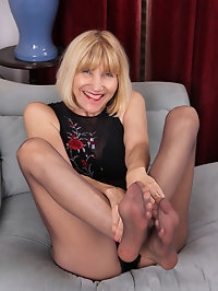 Bossy Ryder shows her toes