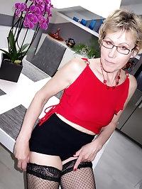 Mature hottie Georgina C showing off
