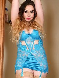 Curvy Latina Knockout Sophia Delane