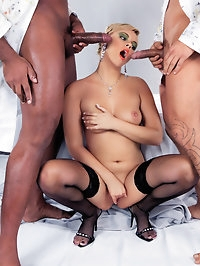 Ellen Saint gets into steamy threesome with two big cocks