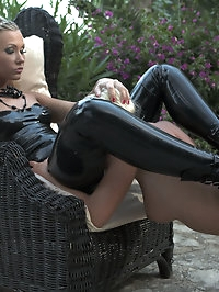 Two amazing fetish blondes go for outdoor strap on action