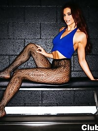 Jayden Cole shows off her sexy body