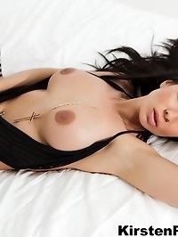 Hottie Kirsten Price shows off her amazing body in sexy..