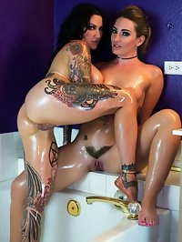 Hot lesbian oil session in the bathtub