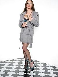 Sexy Rachel gets nude