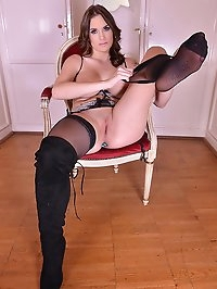 Horny Milf Masturbation: Sexy Babe in Boots Sucks Feet!