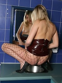 Bonnie in fishnet tights spreads in the pub toilets