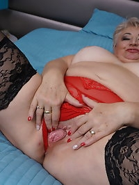 Naughty mature BBW playing wit her big tits