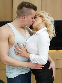 Horny steamy MILF Tara Spades does her toy boy in the..