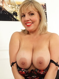 Hot curvy housewife showing off her naughty ways