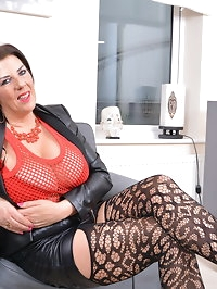 Big breasted housewife Lulu loves to play alone
