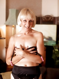Elegant Anilos Penny pleasures her mature hairy pussy with..