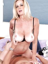 Honey blonde Anilos Cassy Torri gets rammed hard by a hot..