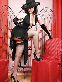 Vintage Queen Gina in Fully Fashioned Stockings