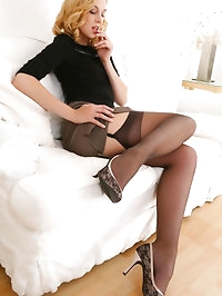 Stunning beauty secretary slips out of her outfit with..