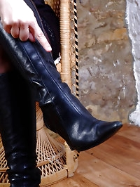 Hot Milf Sammy flashes her shiny leather boots and silky..