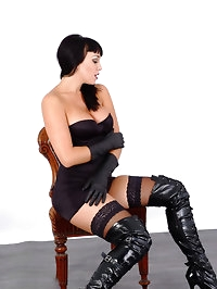 Hot busty babe in long leather boots, leather gloves and..