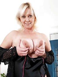 Hot Anilos cougar Kimi fucks her pussy with a pink sex toy..