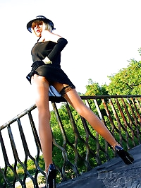 Glamour beauty LilyWOW in vintage stockings outdoor