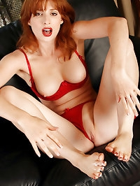 Redheaded MILF Amber D from AllOver30.com plays with her..